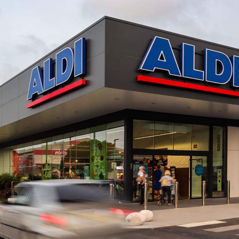 Fotografía exterior del supermercado Aldi