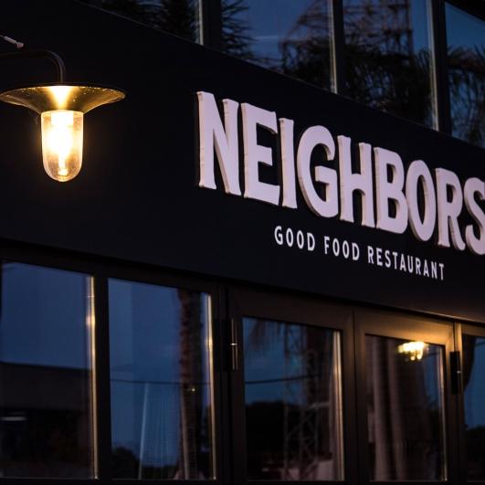Letrero de Neighbors & Co