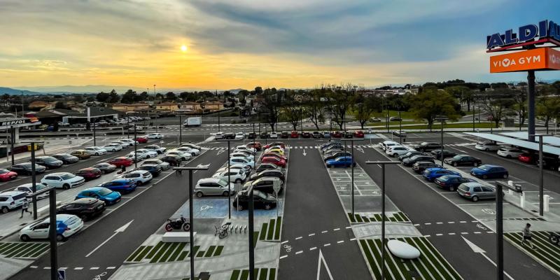 Imagen general del parking del edificio comercial en L'Eliana
