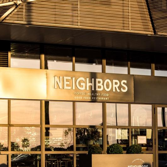Imagen general de la estructura de la cristalera de Neighbors & Co